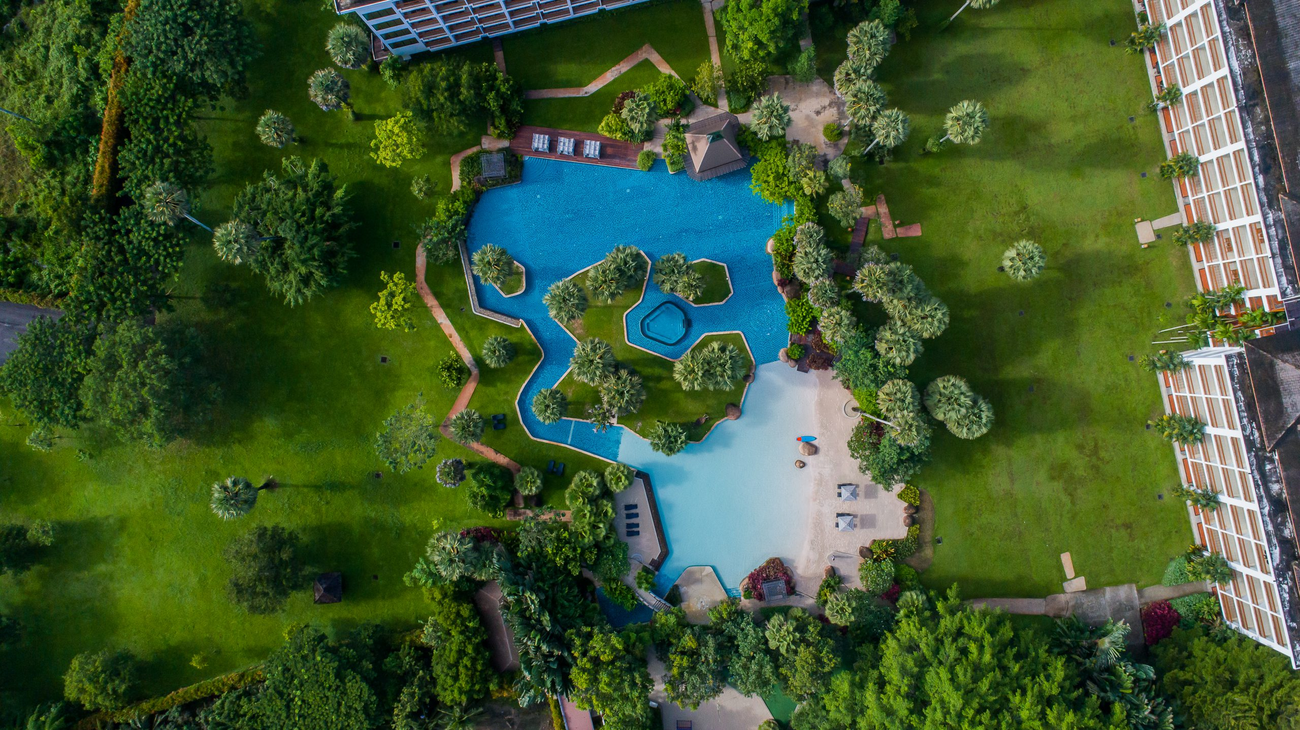 Group_Naithonburi Hidden Lagoon Lawn (2)