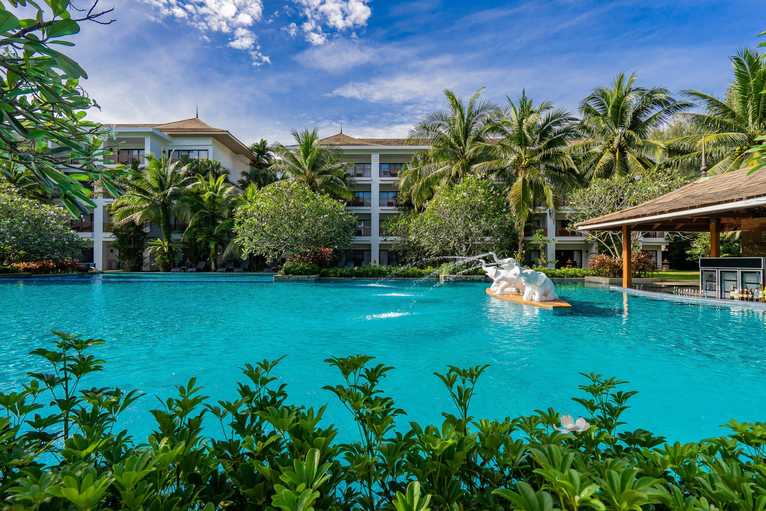 ResortFacilities_ElephantOasisPool_BG1