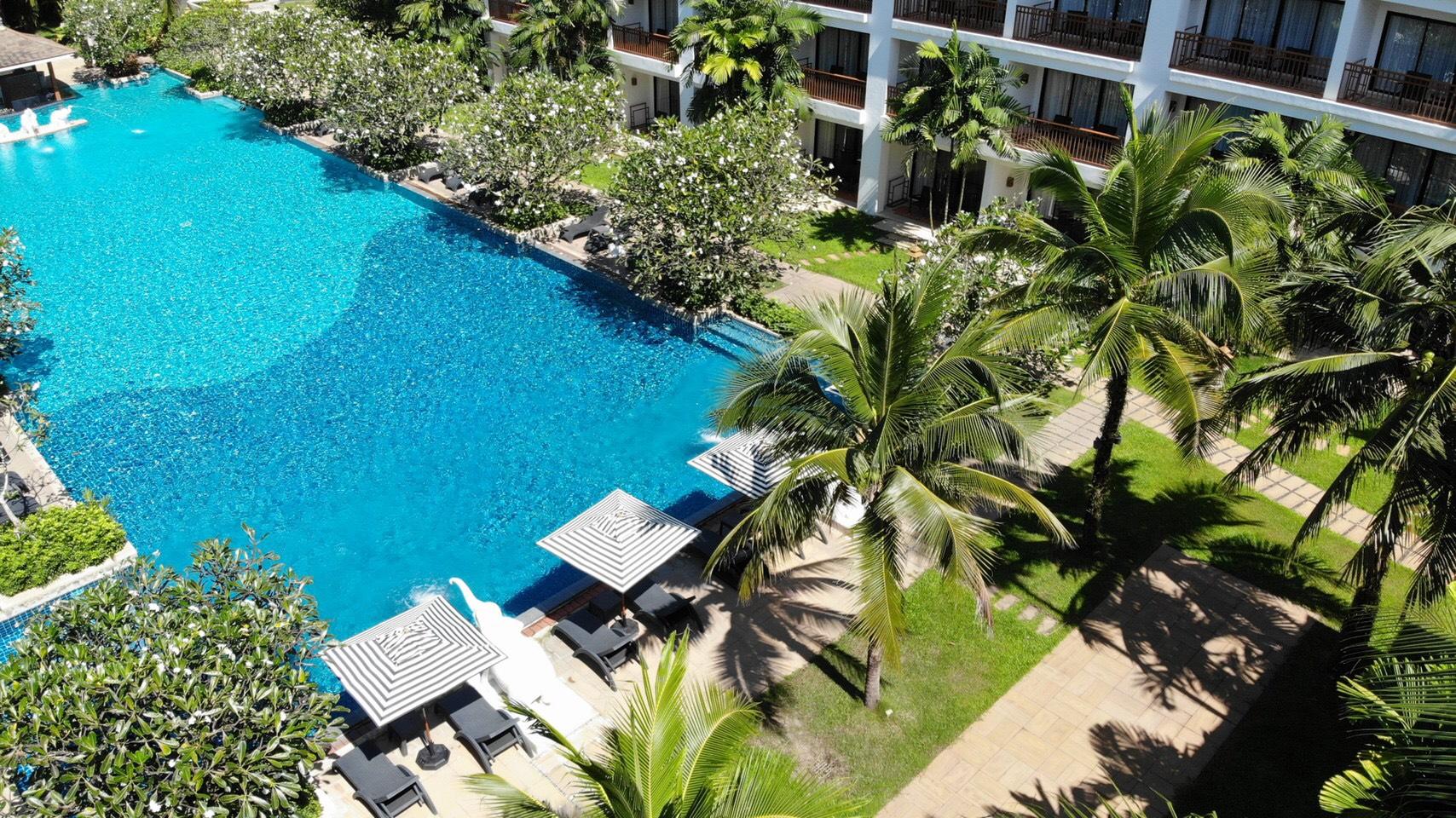 ResortFacilities_ElephantOasisPool_BG2